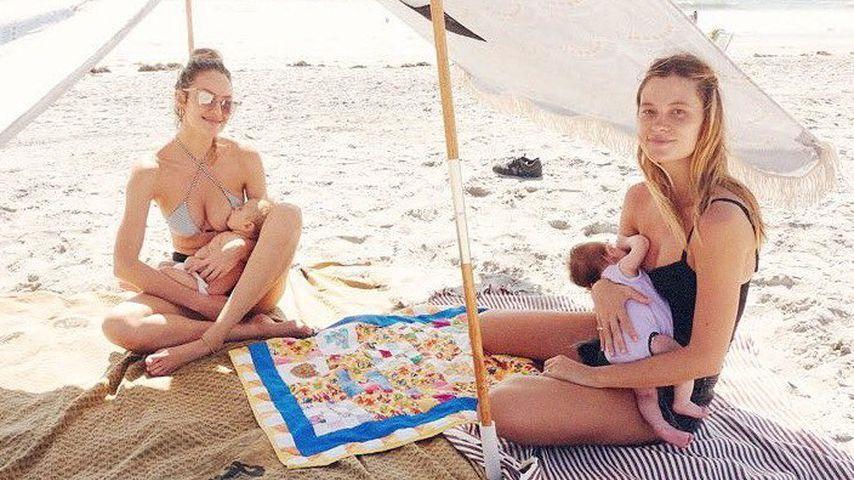 Candice Swanepoel & Freundin stillen ihre Babys am Strand