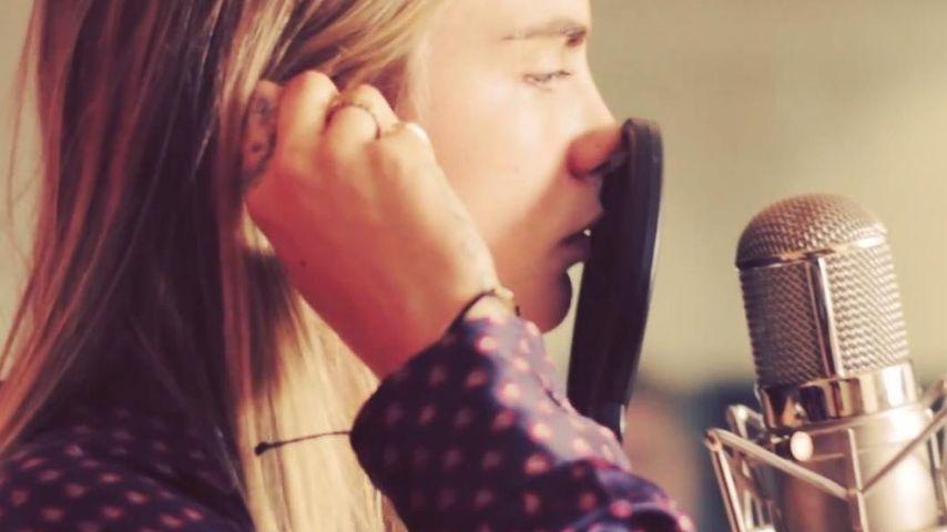 Videobeweis: Cara Delevingne kann auch noch singen