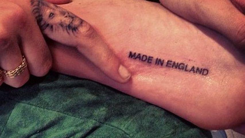 Tattoo unterm Fuß: Übertreibt es Cara Delevingne?