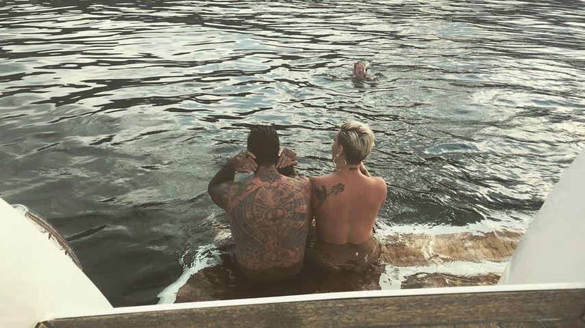 """""""Haben's noch drauf"""": Pink badet oben ohne mit ihrem Carey!"""