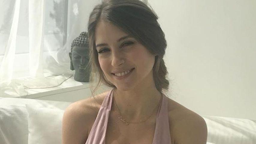 Cathy Hummels beim Shooting für ihr Yoga-Buch