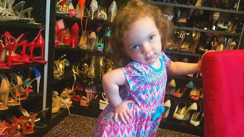 Chanel Nicole in den Schuhen ihrer Mama Coco