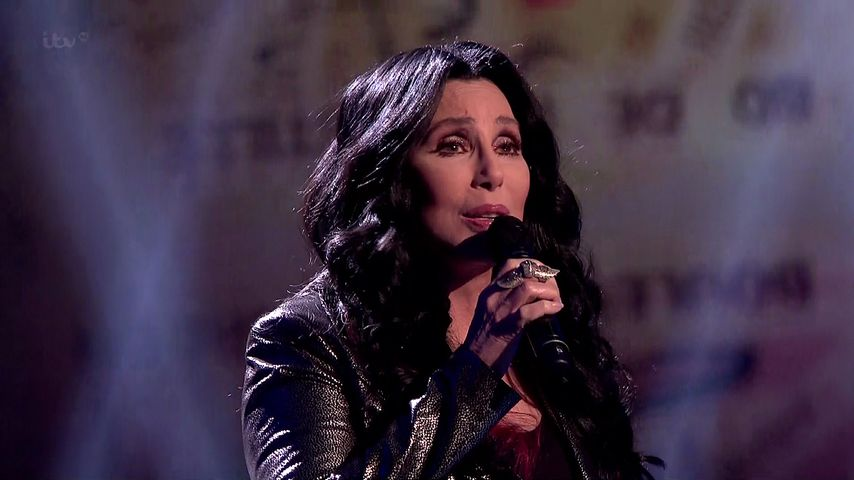 "Cher performt ihre Single ""Closer To The Truth"""