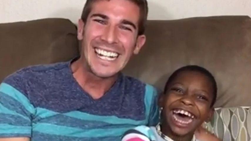 Netz-Hype: Lehrer Chris bringt behinderte Kids zum Strahlen
