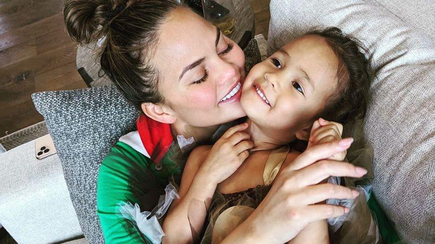 Chrissy Teigen und Tochter Luna im Dezember 2019
