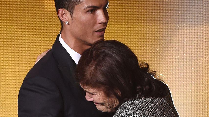 Cristiano Ronaldo mit seiner Mutter Maria Dolores dos Santos Aveiro, 2015