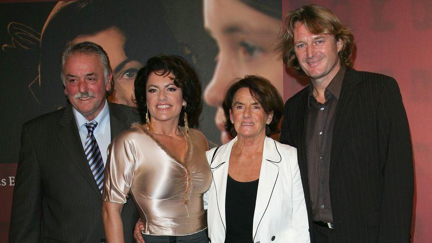 Christine Neubauer mit ihren Eltern Lydia und Erwin sowie ihrem Ex Lambert im Jahr 2007