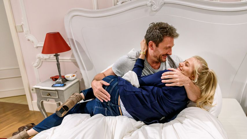 """Christoph Saalfeld (Dieter Bach) und Alicia Lindbergh (Larissa Marolt) bei """"Sturm der Liebe"""""""