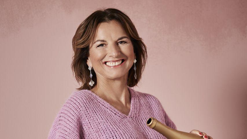 Claudia Obert, Society-Lady