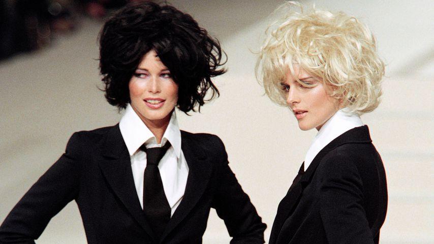 Claudia Schiffer und Stella Tennant bei einer Chanel-Modenschau, 1996