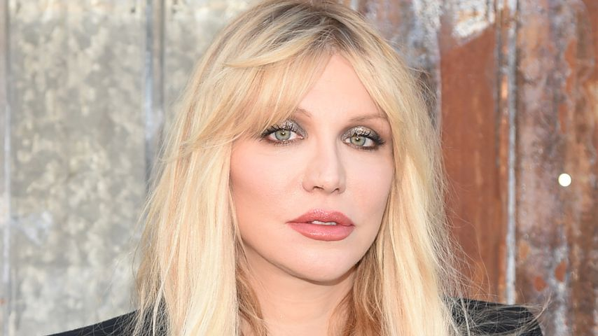 Courtney Love bei einer Fashion Show des Designers Givenchy