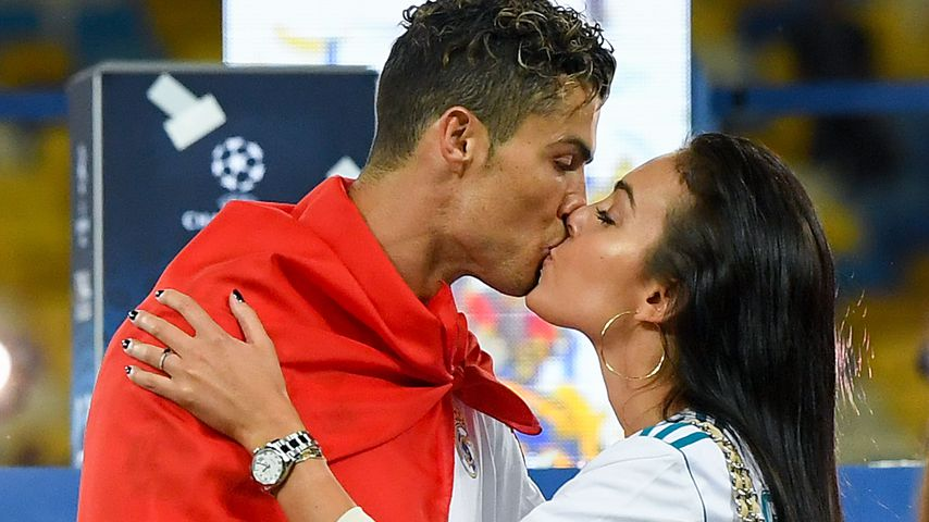 Süße Wasseraction: Cristiano Ronaldo planscht mit Baby-Twins