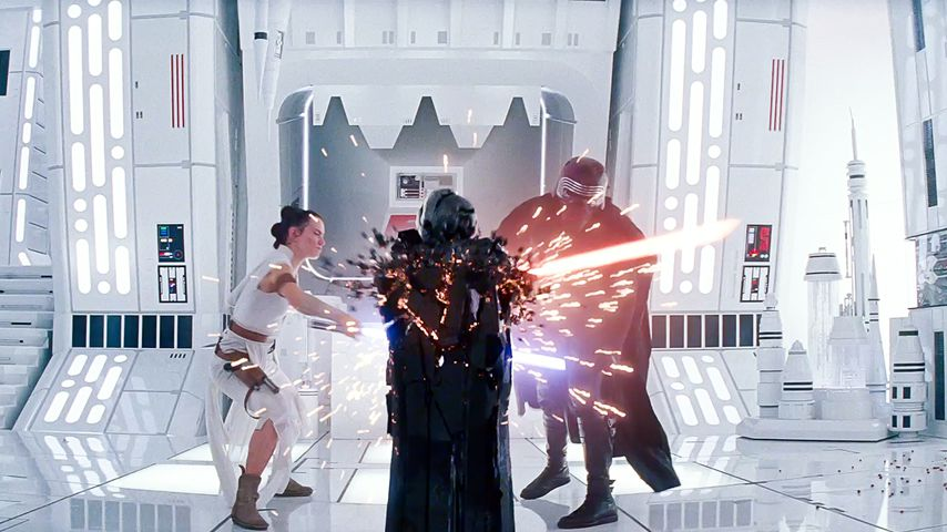 """Daisy Ridley und Adam Driver in """"Star Wars: Der Aufstieg Skywalkers"""""""