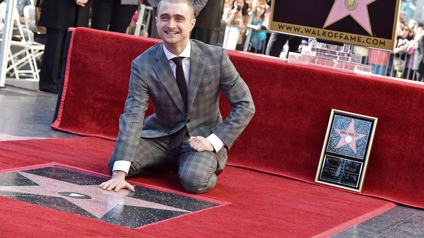 Strahlend am Boden: Daniel Radcliffe erhält Hollywood-Stern