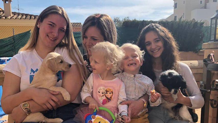 Daniela Büchner mit ihren Kindern Joelina Shirin, Jenna Soraya, Diego Armani und Jada Selin