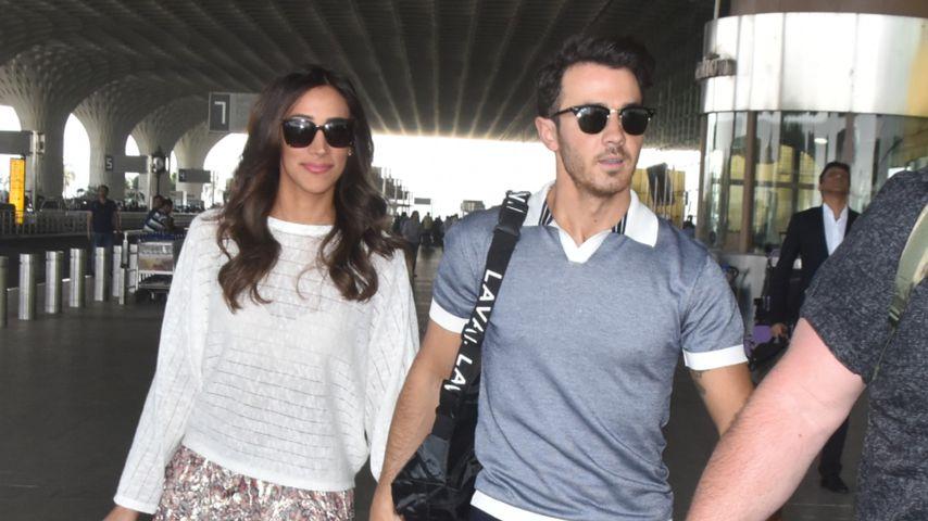 Danielle und Kevin Jonas am Flughafen von Jodhpur
