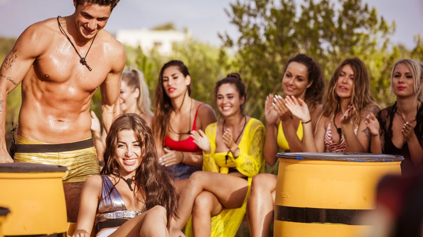 """Danilo Cristilli und Asena Neuhoff bei einem """"Love Island""""-Spiel"""