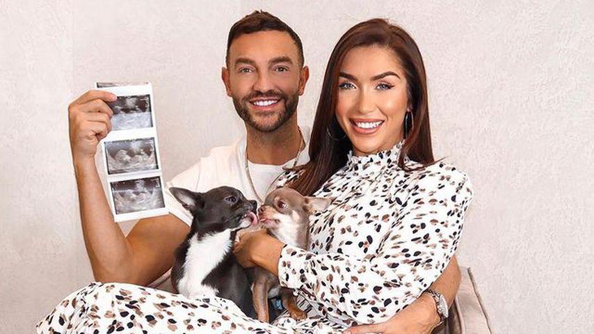 Darby Ward mit ihrem Partner Michael und ihren Hunden