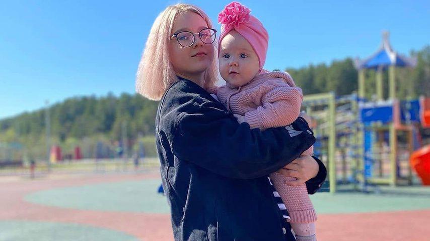Darya Sudnishnikova mit ihrer Tochter