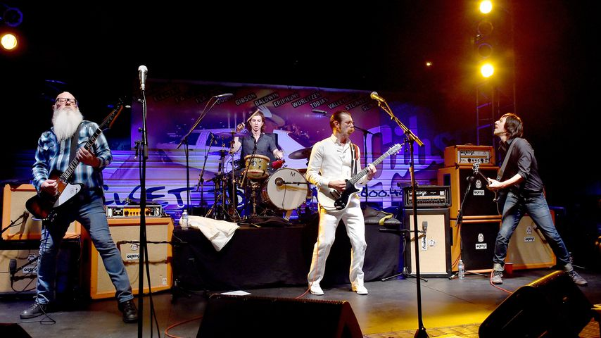 Dave Catching, Jesse Hughes und Matt McJunkins von Eagles of Death Metal im Oktober 2015