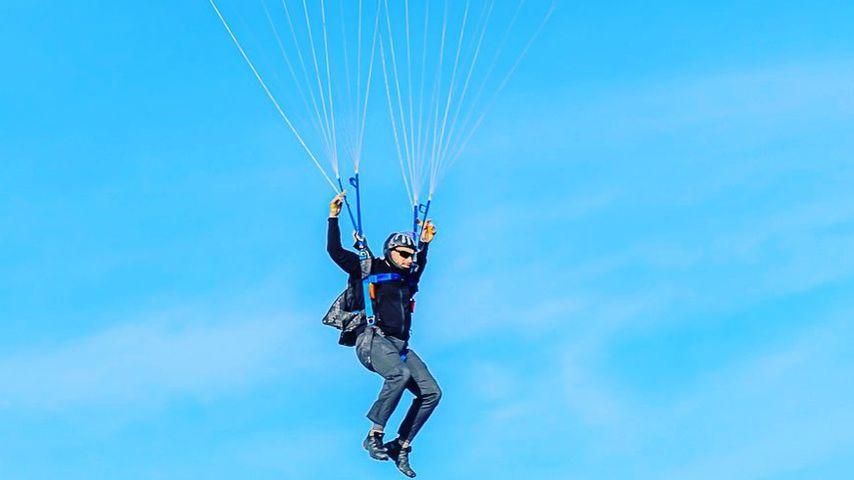 Serien-Macher Dave Creek beim Fallschirmspringen, 2020