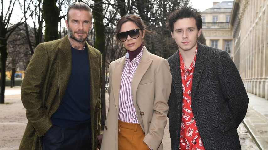 David, Victoria und Brooklyn Beckham (v.l.) auf der Fashion Week in Paris