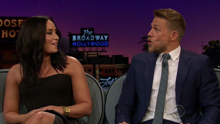 """Demi Lovato und Charlie Hunnam in der """"The Late Late Show with James Corden"""""""