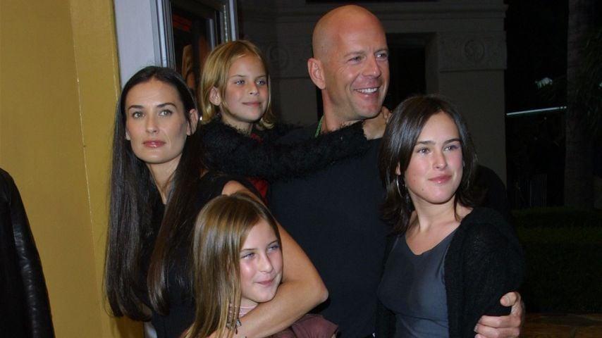 Demi Moore und Bruce Willis mit Tochter Rumer (r.) auf einer Premiere im Oktober 2001