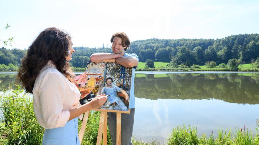 """Denise Saalfeld (Helen Barke) und Joshua Winter (Julian Schneider) am Set von """"Sturm der Liebe"""""""