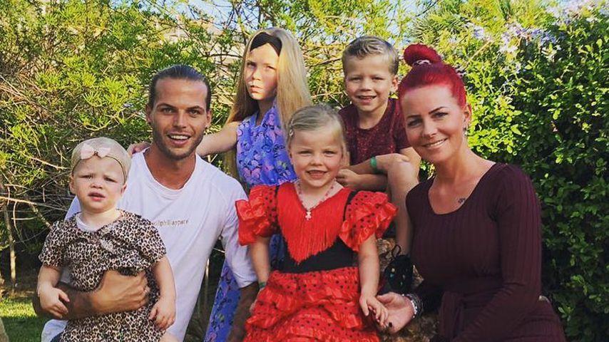 Dennis und Dana Diekmeier mit ihren vier Kindern
