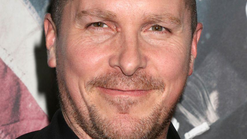 Haare ab & ordentlich Kilos: Christian Bale kaum zu erkennen