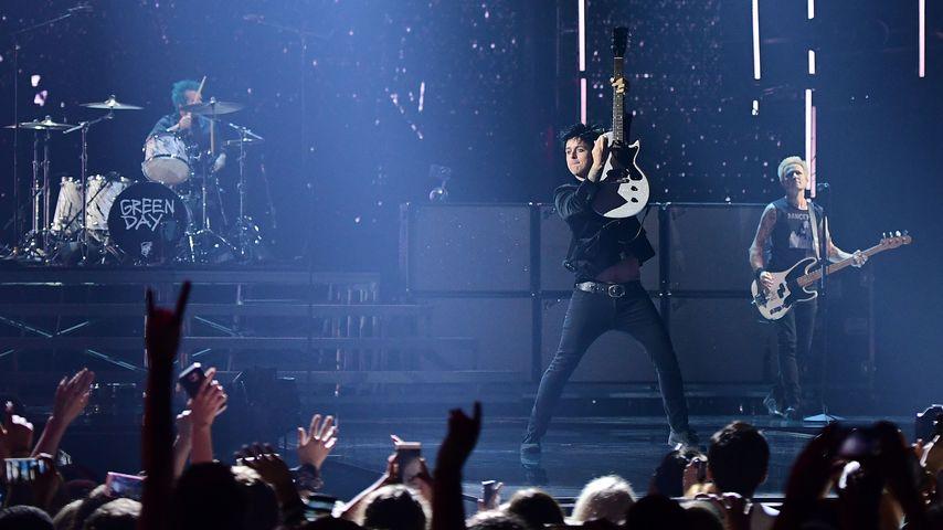 Green Day performen bei den MTV European Music Awards 2016