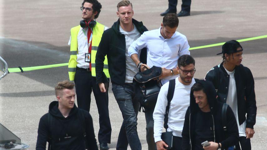 8 Spieler fehlen: Jogi & seine WM-Jungs in Südtirol gelandet