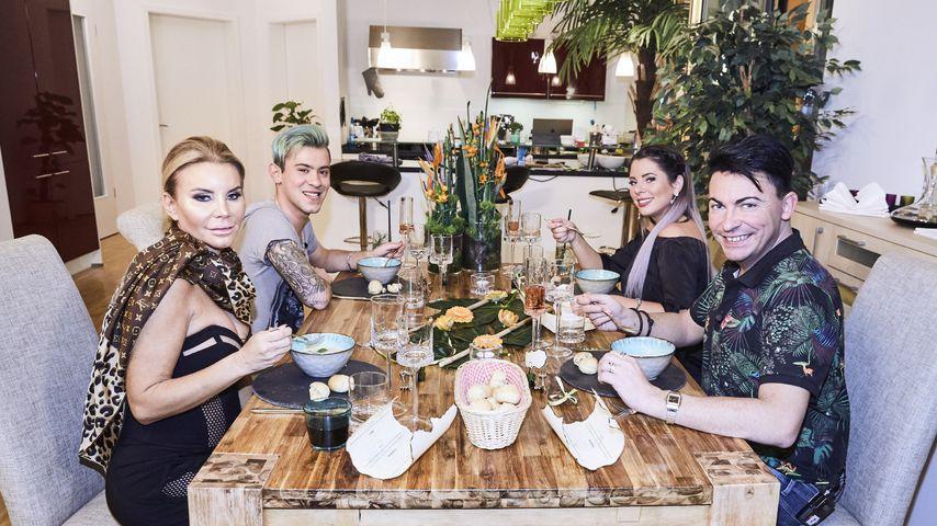 Tatjana Gsell, Daniele Negroni, Jenny Frankhauser und Matthias Mangiapane beim Dschungel-Dinner