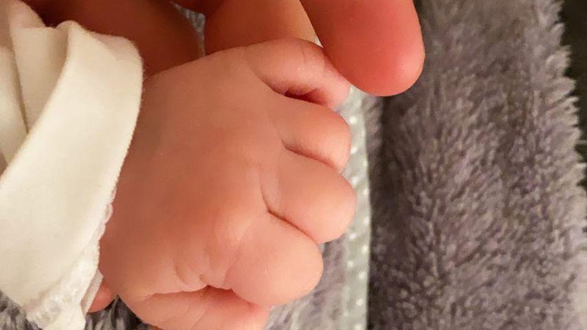 Die Hände von Julian Claßen und seiner Tochter Emily