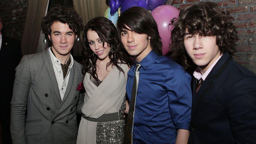 Krass! Miley Cyrus zerreißt ein Nick Jonas-Foto!