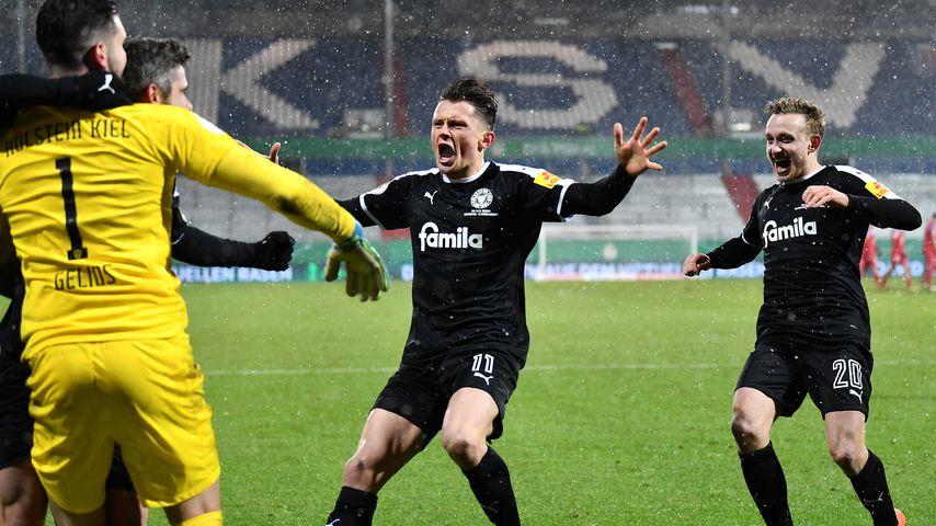 Fabian Reese und Jannik Dehm beim Spiel gegen FC Bayern