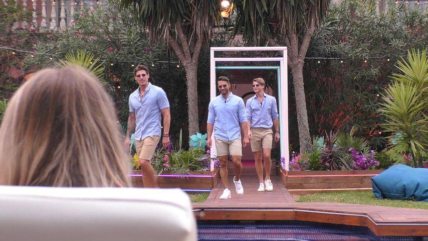 """Die neuen """"Love Island""""-Kandidaten am Pool"""