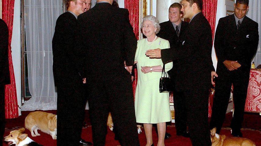 Die Queen bei einem öffentlichen Termin im Jahr 2002
