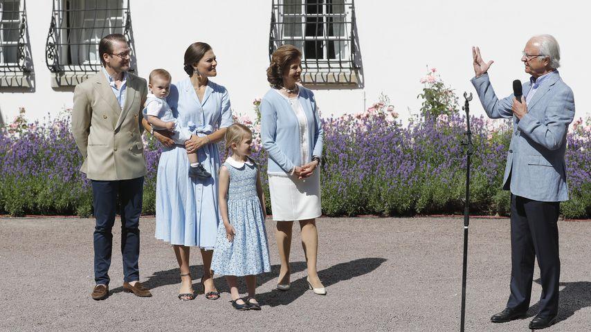 Die schwedische Königsfamilie vor Schloss Solliden auf Öland 2017