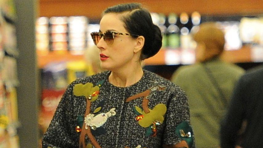 Dita von Teese: Sogar im Supermarkt top gestylt!