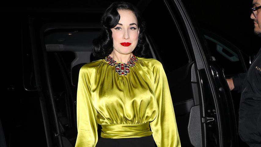 Dita Von Teese auf dem Weg zu Paris Hiltons Geburtstagsparty