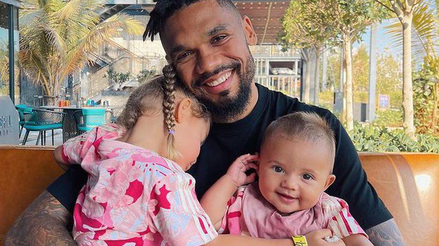 Dominic Harrison mit seinen Töchtern Mia und Kyla