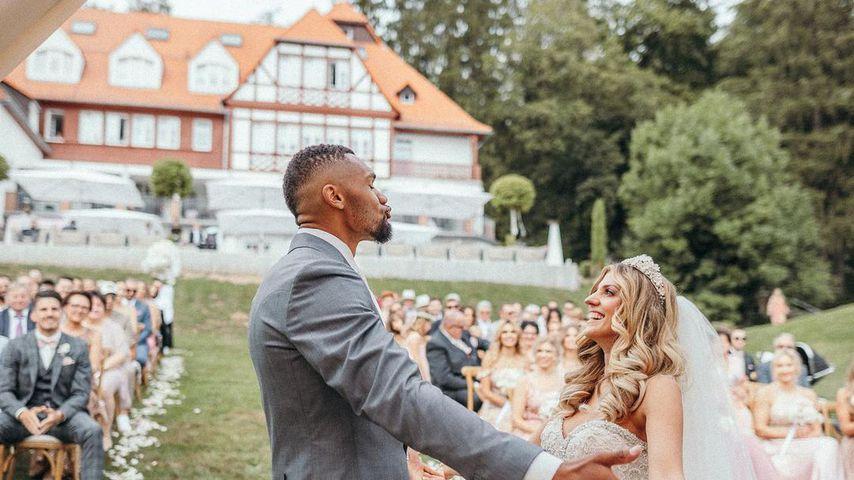 Dominic und Sarah Harrison bei ihrer Hochzeit auf dem Hoher Darsberg