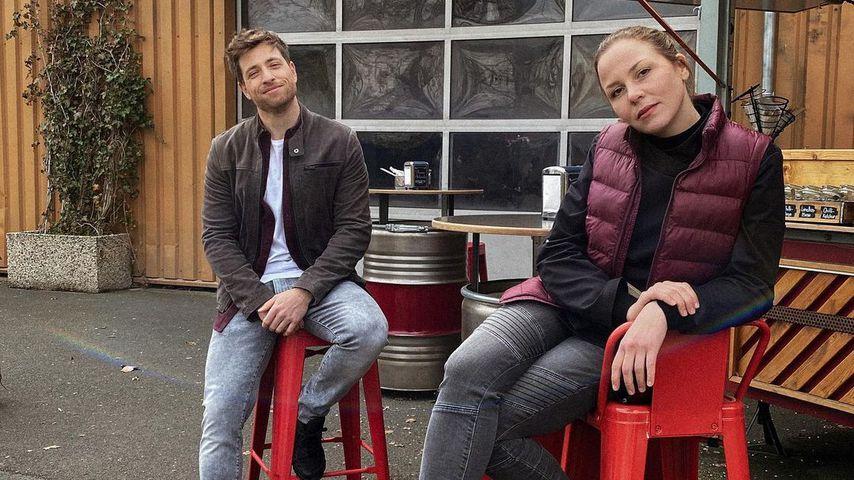 Dominik Flade und Franziska van der Heide am AWZ-Set im April 2021