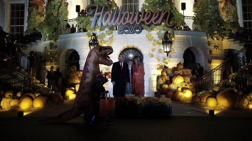 Donald und Melania Trump vorm Weißen Haus