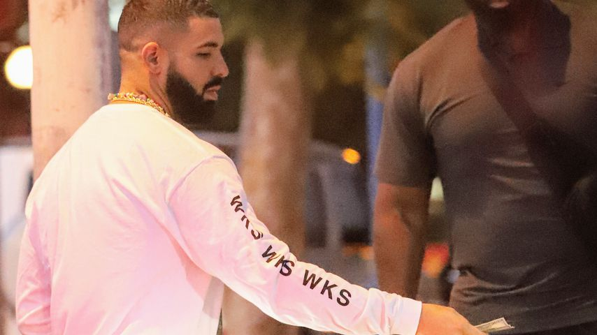 Wow! Drake schenkt fremdem Mann mehrere Hundert US-Dollar