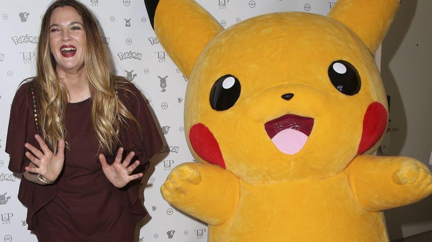"""20 Jahre """"Pokémon"""": Drew Barrymore feiert mit """"Pikachu"""""""