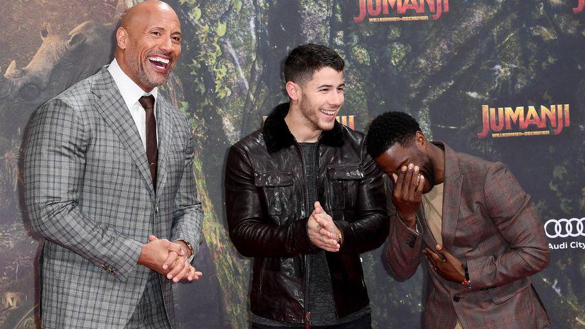 Mit The Rock & Kevin Hart: Nick Jonas hat Spaß in Berlin
