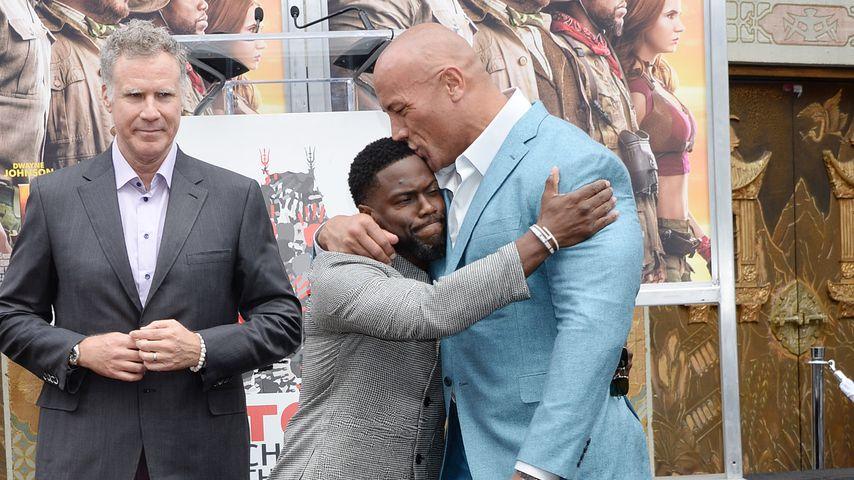 """Mit """"The Rock""""-Bussi: Kevin Hart feiert Walk-of-Fame-Ehrung!"""